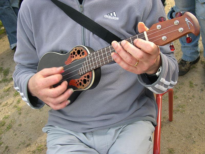 800px Ukulele Electro Acoustic