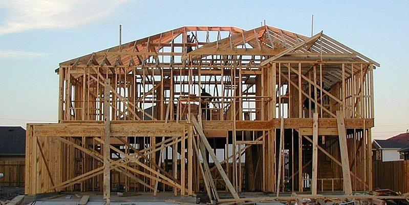 800px wood framed house 799x400 - Обзор лучших утеплителей для каркасного дома 2021