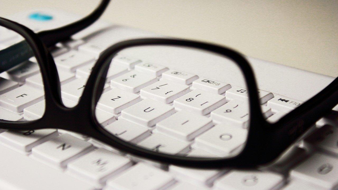 Glasses 2211445 1280