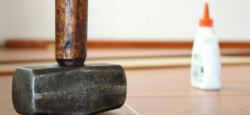 hammer 596160 1280 870x400 - герметики для ламината и плитки на 2021 год