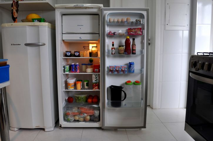 Refrigerator In The Kitchen With Food 725x482 1