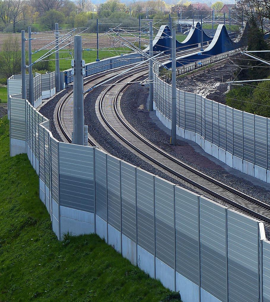 Train Gleise Noise Barrier Upper Lines