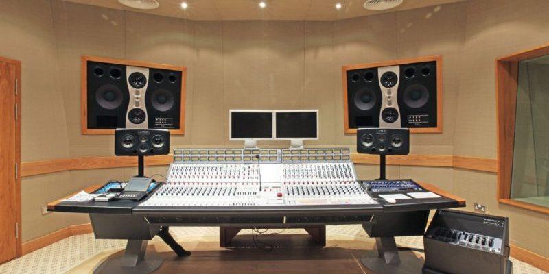 vybiraem 10 luchshih studijnyh monitorov napolnye i polochnye modeli 6021a13897a31 800x400 - Выбираем 10 лучших студийных мониторов: напольные и полочные модели