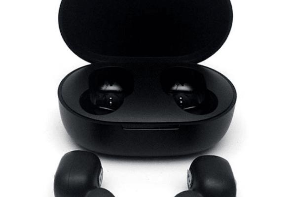 xiaomi redmi airdots mi true wireless earbuds basic 600x400 - Топ рейтинг 10 лучших бюджетных беспроводных наушников для телефона: аккумулятор, какие выбрать, отзывы